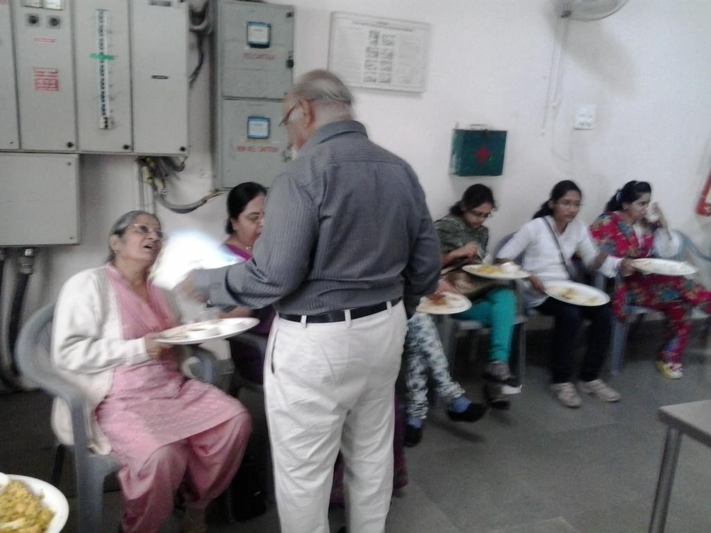 0457 Ms. Swadha Majmudar & Shri P. C. Shah, Lunch at DA-IICT