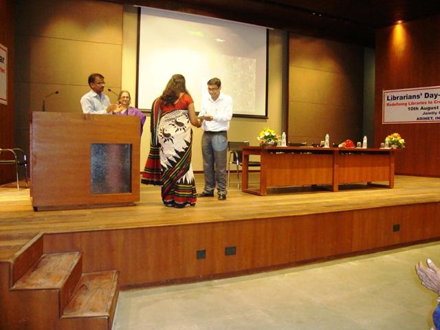 Anchor Ms. Rupam Sikligar & Invited Speaker Dr. Rajiv Joshi