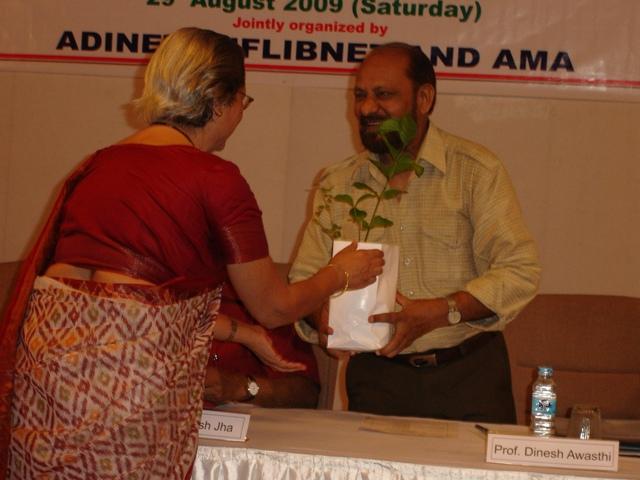 61 Former Director of EDII, Dr. Dinesh Awasthi & Smt. Rohda Bharucha