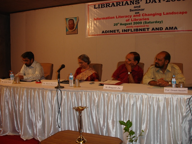 65  Dias Dignitaries on Librarians' Day 2009 Seminar.