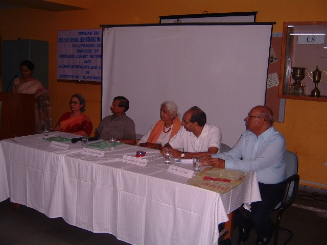 151 Dias Dignitaries at Seminar on Role of School Librarians in Education.