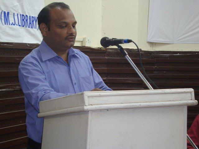 164 Dr. Bipin Modi, Librarian, M. J. Library, Speech on Networking Public Libraries in Gujarat.