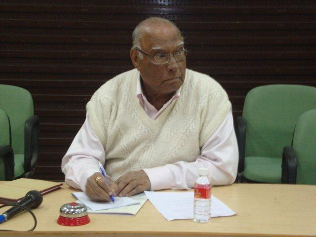 184 Mr. P. C. Shah on Dias at Seminar on Networking Public Libraries in Gujarat